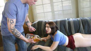 Alkolik Sürtüğü Cezalandıran Öfkeli Ağabey Hakkını Veriyor