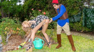 Bahçede Gafil Avlanan Asalak Olgun Amını Feda Ediyor