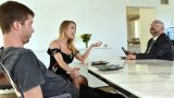 Evli Fahişe Kocasından Fırsat Bulunca Genç Yarağa Sarılıyor